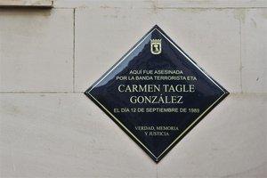 Placa en homenaje a Carmen Tagle.