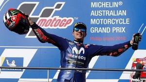 El catalán Maverick Viñales (Yamaha) celebra su victoria en Phillip Island (Australia).