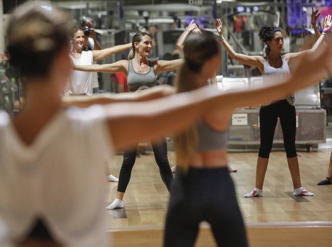 Una clase de Ballet Fit en el Dir Diagonal.