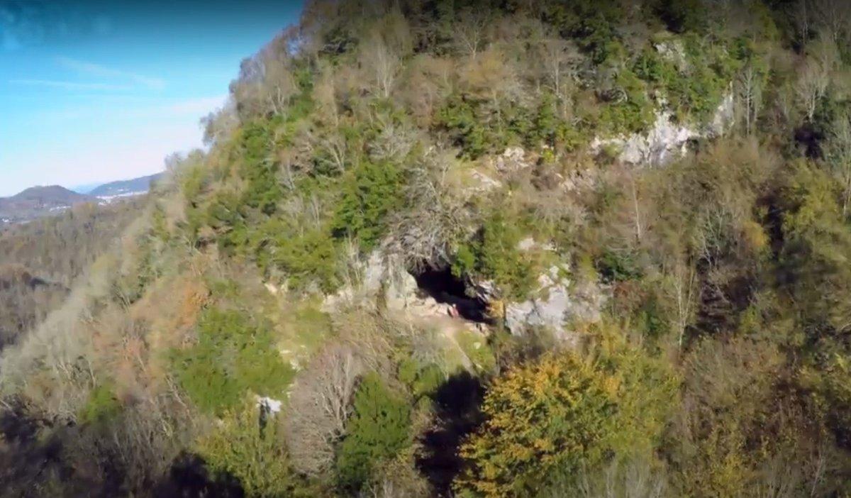 El yacimiento arqueológico deAitzbitarte se encuentra a poco más de 10 minutos de San Sebastián.