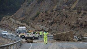 Desprendimiento en la carretera N-420 en Caseres (Terra Alta)