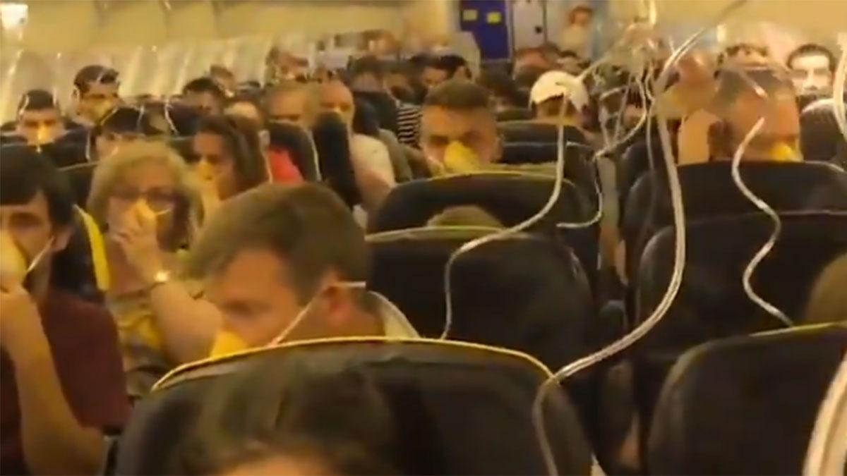 Un vídeo muestra el momento en que el avión de Ryanair sufre una despresurización en la cabina.