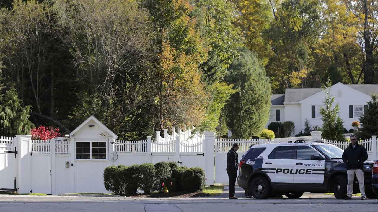 Hallan dos artefactos explosivos dirigidos contra Barack Obama y la familia Clinton en sus domicilios.