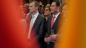 Elembajador Lyu Fan con el ministro de Ciencia, Pedro Duque.