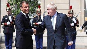 Emmanuel Macron, se reune con al primer ministro británico, Boris Johnson.
