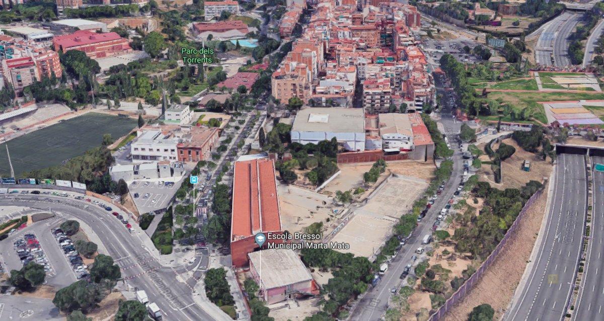 Primer pas per convertir en residencial la zona industrial del barri espluguí de Can Clota