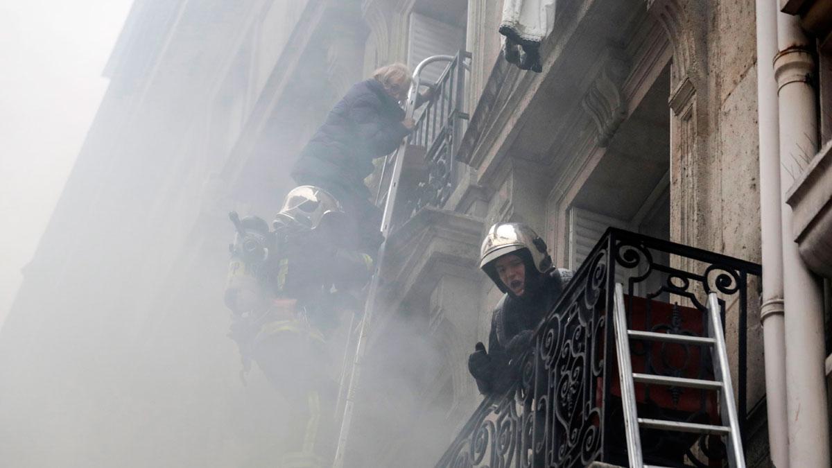 Hay al menos 20 heridos por la explosión, entre ellos tres bomberos.