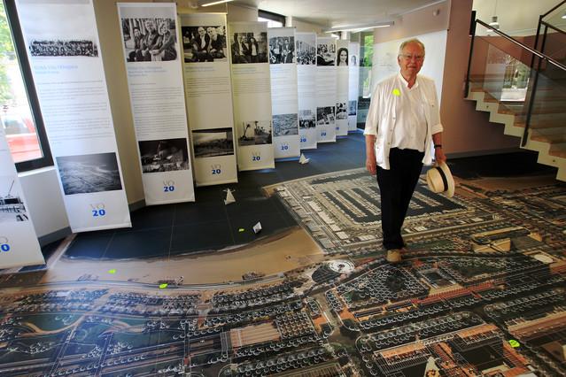 Exposició dels 20 anys de la Vila Olímpica, amb David Mackay.