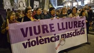 Manifestación en Barcelona contra la violencia machista convocada por la Xarxa de Dones Feministes.