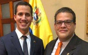 Franco Manuel Casella Lovaton, diputado de la Asamblea Nacional de Venezuela junto a Juan Guaidó.