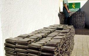 Hachís intervenido por la Guardia Civil en el Campo de Gibraltar, en una imagen de archivo.