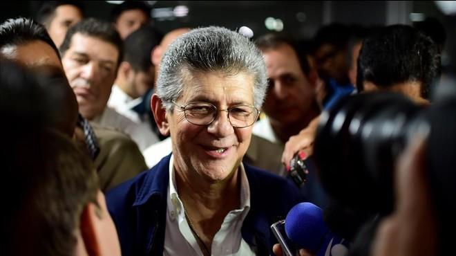 El Parlamento venezolano elige a su presidente en claro desafío al Gobierno