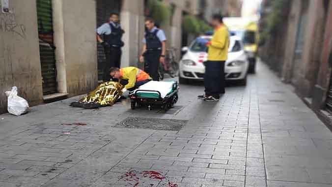 Herido un magrebí con un machete en una pelea con su compañero de piso en el Raval