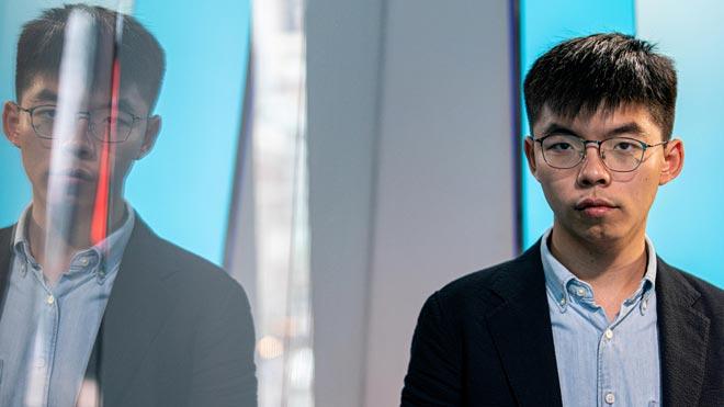 Hong Kong prohibeix a l'activista Joshua Wong presentar-se als comicis locals