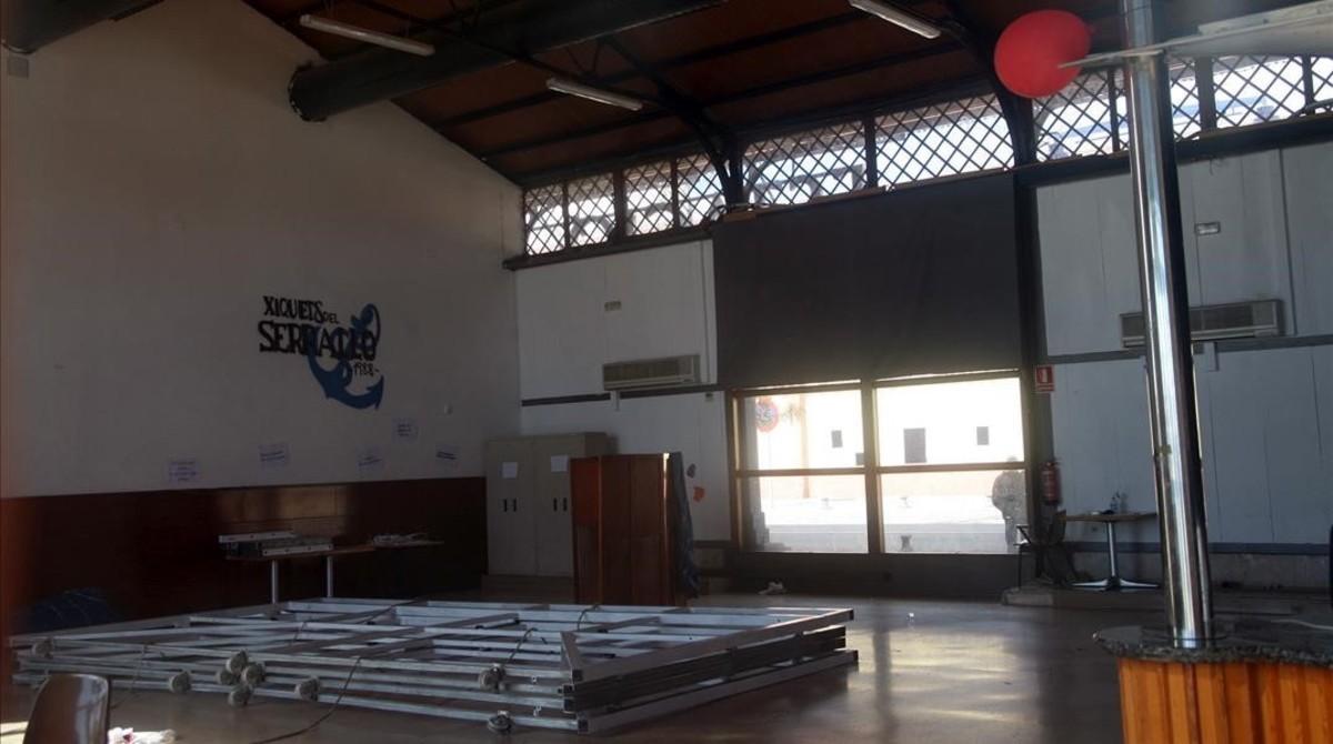 Interior del local de ensayo de los Xiquets del Serrallo.