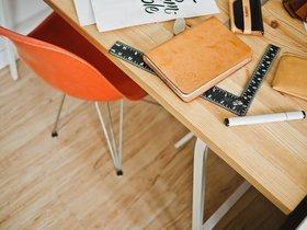 #DeskChallenge, el peligroso juego para colgarse con el pupitre en la pared