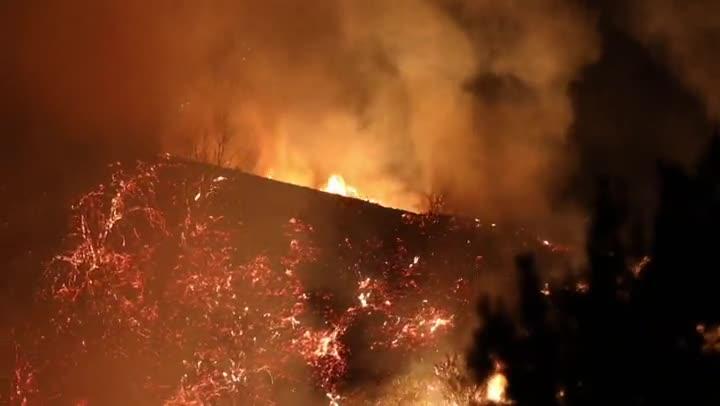 Un incendio que avanza en el Bosque Nacional de Los Ángeles (EE.UU.), al noreste de la ciudad, ha puesto en alerta a las autoridades locales por su proximidad y por la cantidad de contaminación aérea que ha afectado en gran medida la calidad del aire angelino.