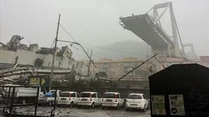 Vista aéreadel viaducto que se ha desplomado en Génova, el pasado martes.