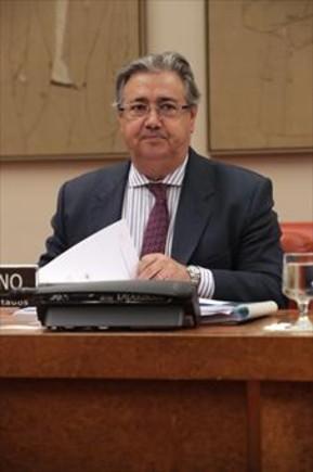 Juan Ignacio Zoido (izquierda) e Íñigo de la Serna, ayer, durante sus comparecencias en el Congreso.