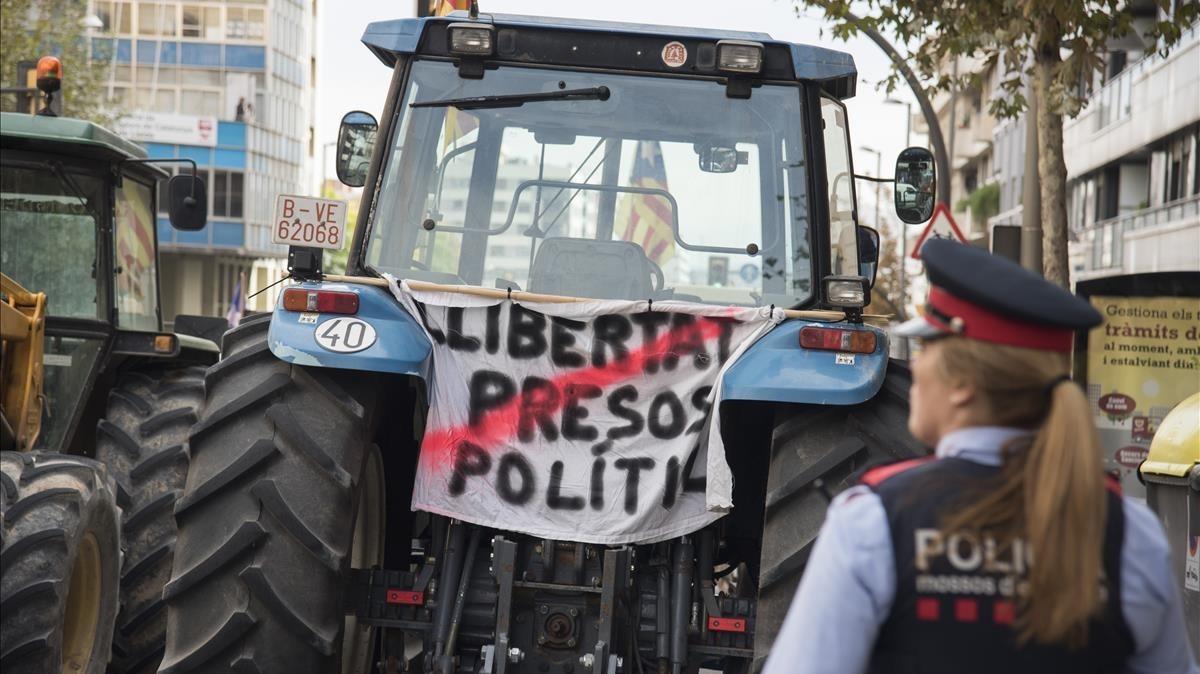 Los payeses se han manifestado por el centro de Lleida.
