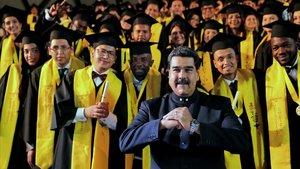 Maduro en la graduación de estudiantes de medicina en Caracas.