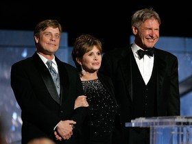 Mark Hamill, Carrie Fisher y Harrison Ford, durante una gala en homenaje a George Lucas, en el 2005.