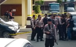La policía indonesia aseguró su cuartel general en Medan, Sumatra Septentrional.