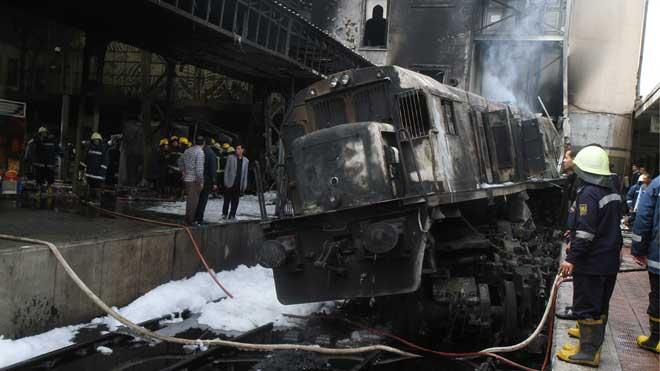 Al menos 20 muertos por un accidente en la principal estación de tren de El Cairo.