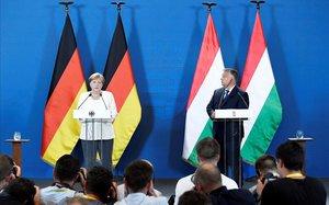 Merkel y Orbán, durante la rueda de prensa.