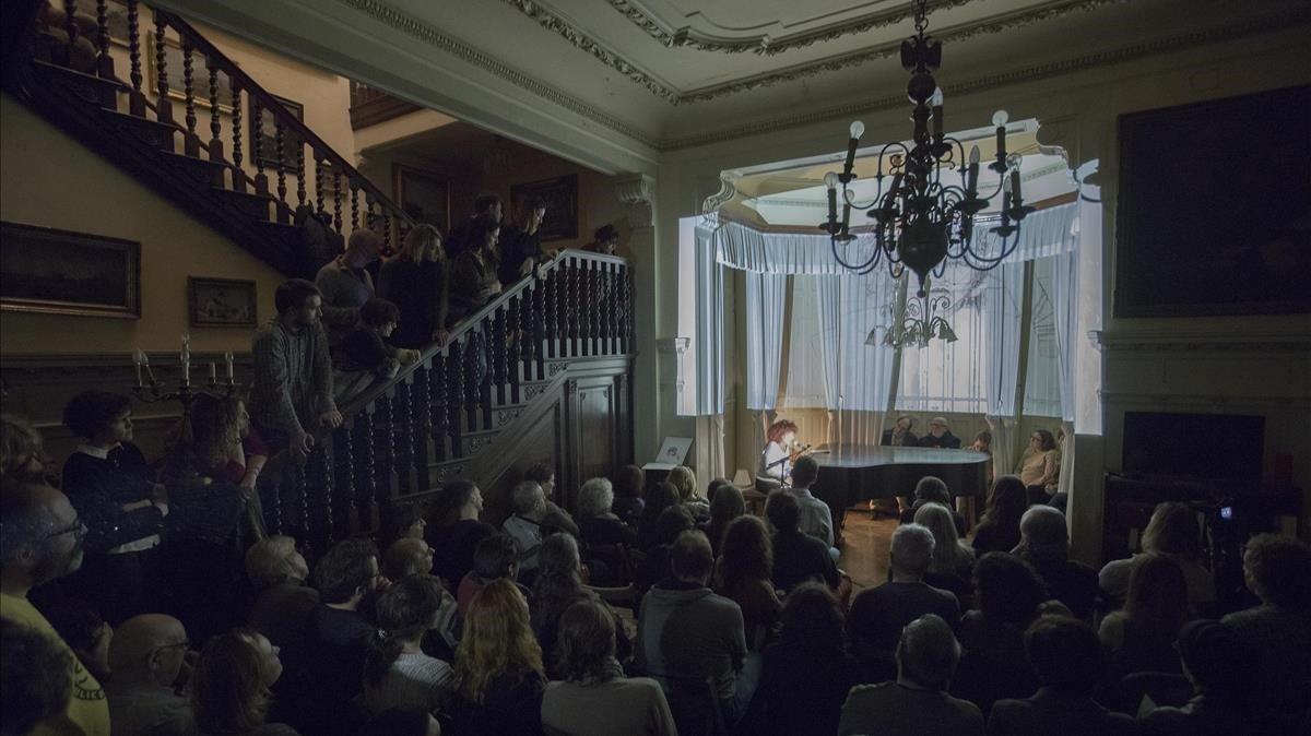 Un momento de la actuación de Lulu Martorell en recuerdo de Pepe Sales