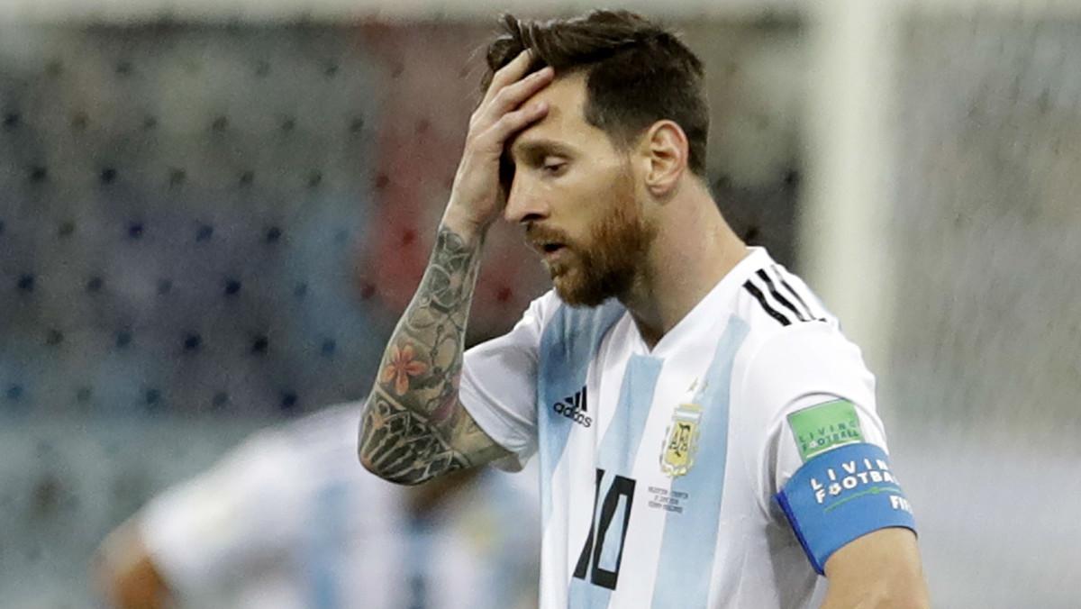 Messi se lamenta durante el partido que la selección argentina ha perdido contra Croacia (0-3), este jueves.