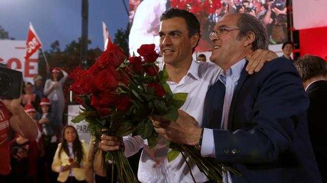 Pedro Sánchez y Ángel Gabilondo, el pasado 22 de mayo, en el mitin final de campaña del PSOE en Madrid.
