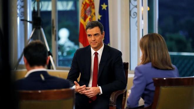 Pedro Sánchez, entrevistado en directo en TVE.