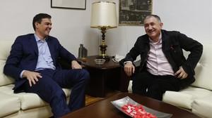 El presidente del Gobierno, Pedro Sánchez, reunido con el secretario general de UGT, José María Álvarez, en una imagen de archivo.