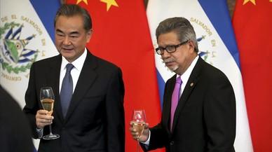 China agudiza el aislamiento de Taiwán al establecer relaciones diplomáticas con El Salvador