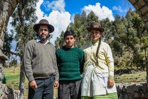 Los actores principales de Retablo: Amiel Cayo, Junior Bejar y Magaly Solier.