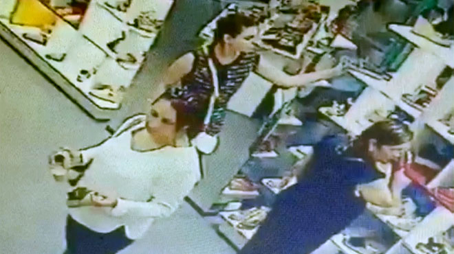 Grabación en vídeo de una carterista en plena acción en un comercio de Barcelona.