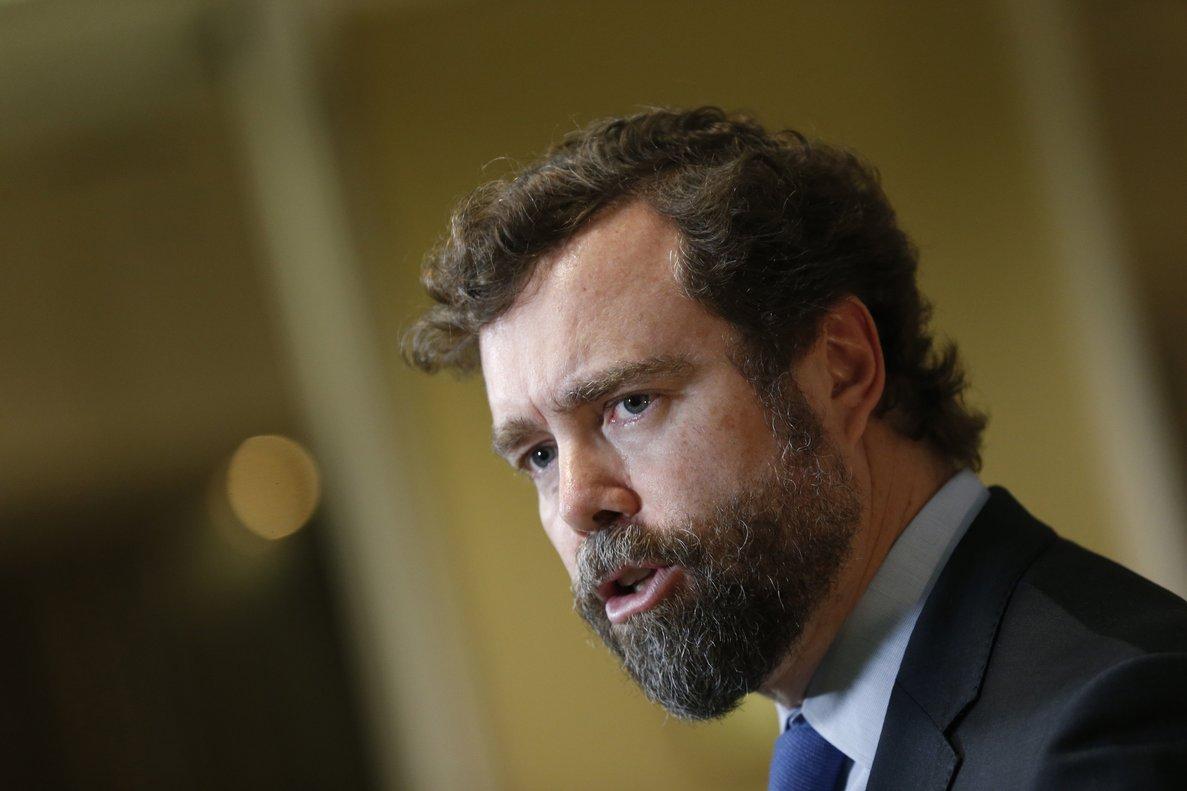 GRAF019. MADRID, 28/01/2020.- El portavoz de Vox en Congreso, Iván Espinosa de los Monteros, en rueda de prensa tras la reunión de la Junta de Portavoces, este martes en Madrid. EFE/Javier Lizón