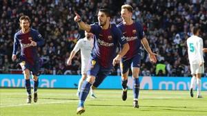 Suárez celebra el primer gol en el Bernabéu.