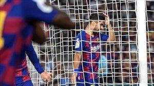 Suárez se lamenta de una ocasión fallada en el Barça-Villarreal en el Camp Nou.