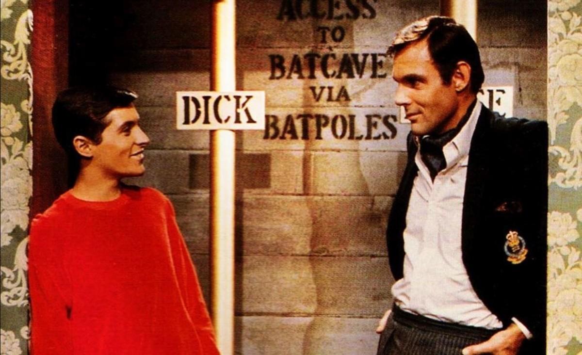 Burt Ward, como el joven Dick, yAdam West, como el millonario Bruce Wayne, en la serie Batman.