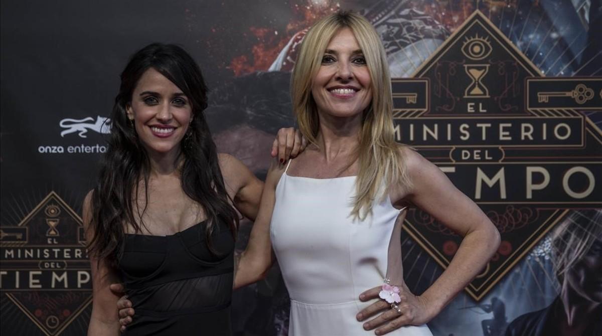 Macarena Garcia, la nueva incorporación de la serie, con Cayetana Guillén Cuervo, la audaz Irene Larra.