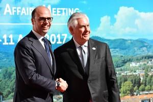 Tillerson con su colega italiano, Angelino Alfano