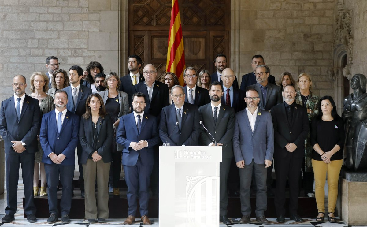 Torra, acompañado de todos los miembros del Govern, en la declaración sobre la sentencia del 'procés'.