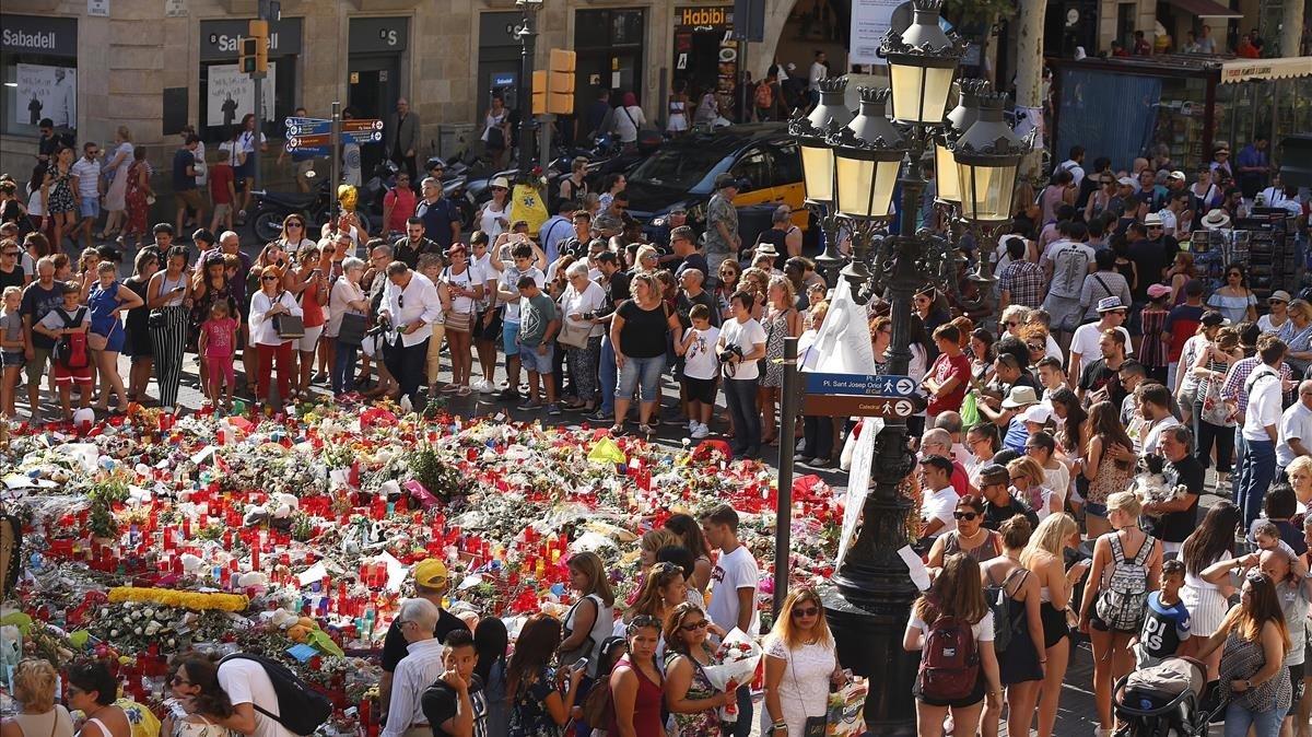 """Els terroristes del 17-A van buscar informació per atemptar contra """"bases militars"""" a l'Aragó"""