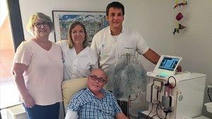 El paciente Vicenç Cantí, el primero en participar en el programa de hemodiálisis domiciliaria.