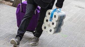 Cau una banda que va robar 1.200 rotllos de paper higiènic en el confinament