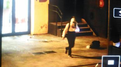 Unos encapuchados asaltan un colegio electoral en Barcelona