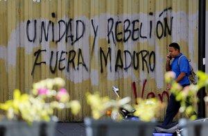 Un grafiti en contra del Gobierno del presidenteNicolas Maduro en una calle de CaracasVenezuela.EFE Leonardo Munoz