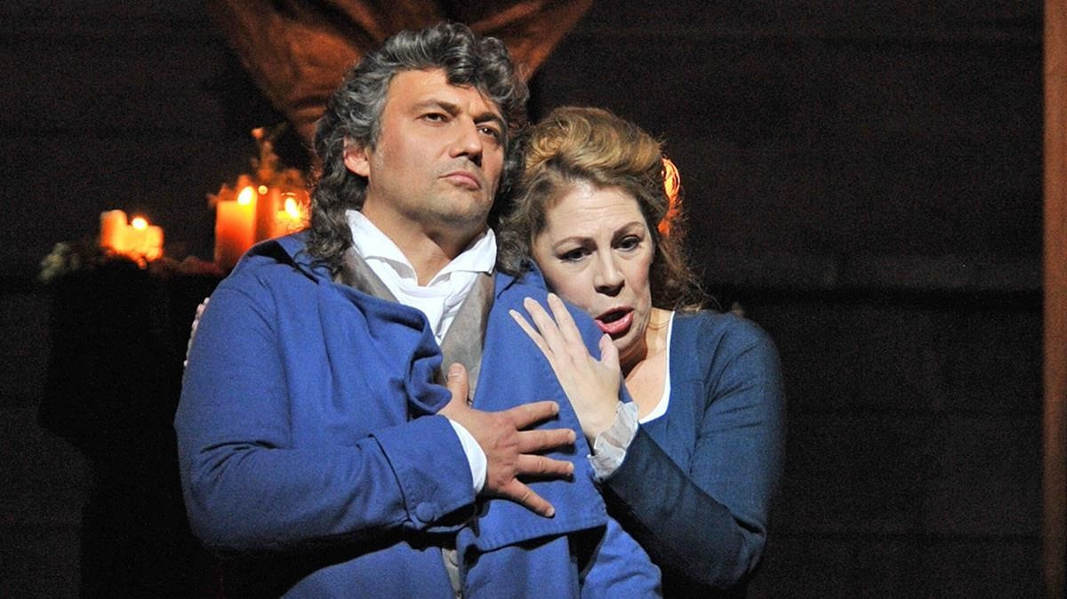 Jonas Kaufmann y Sondra Radvanovsky, en una escena de Andrea Chénier.